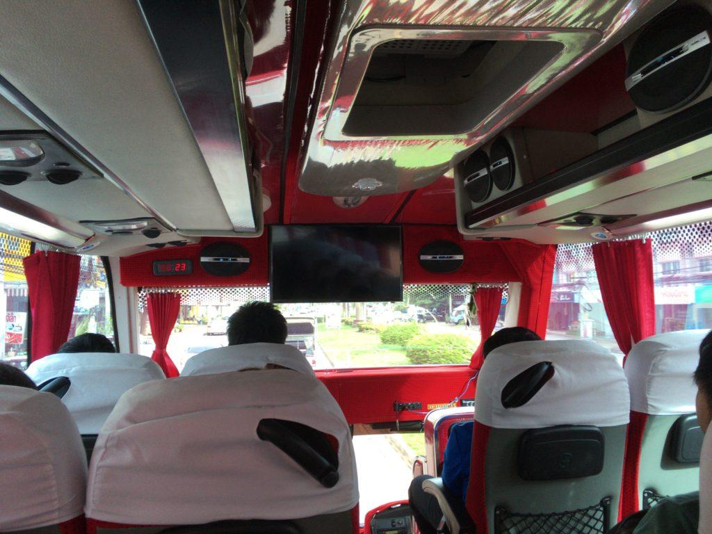 観光バス車内