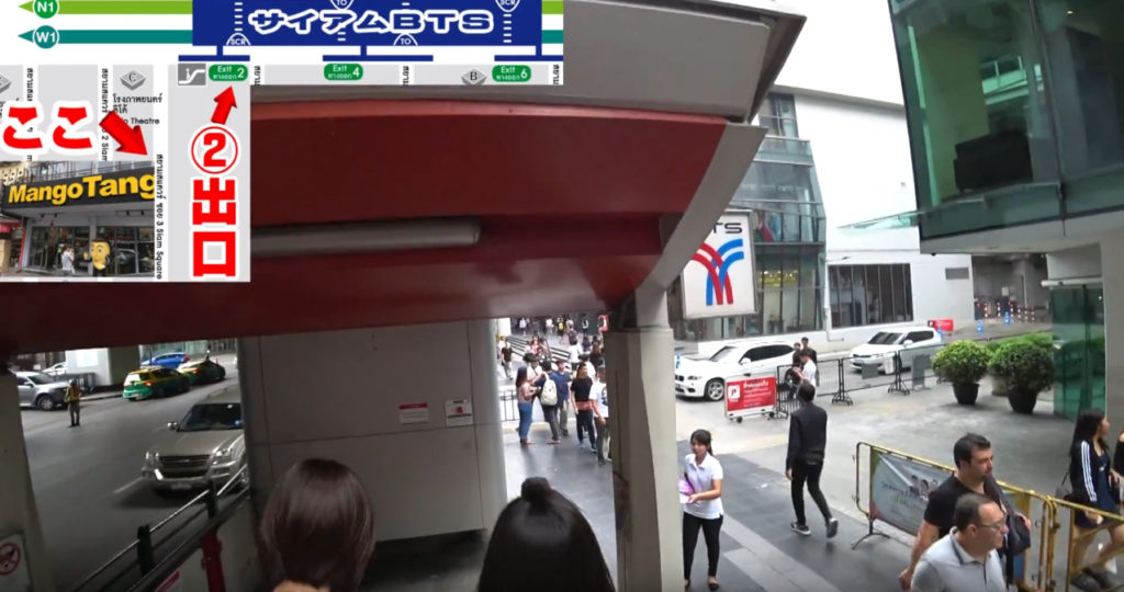 BTSサイアム駅エスカレーター降りきる