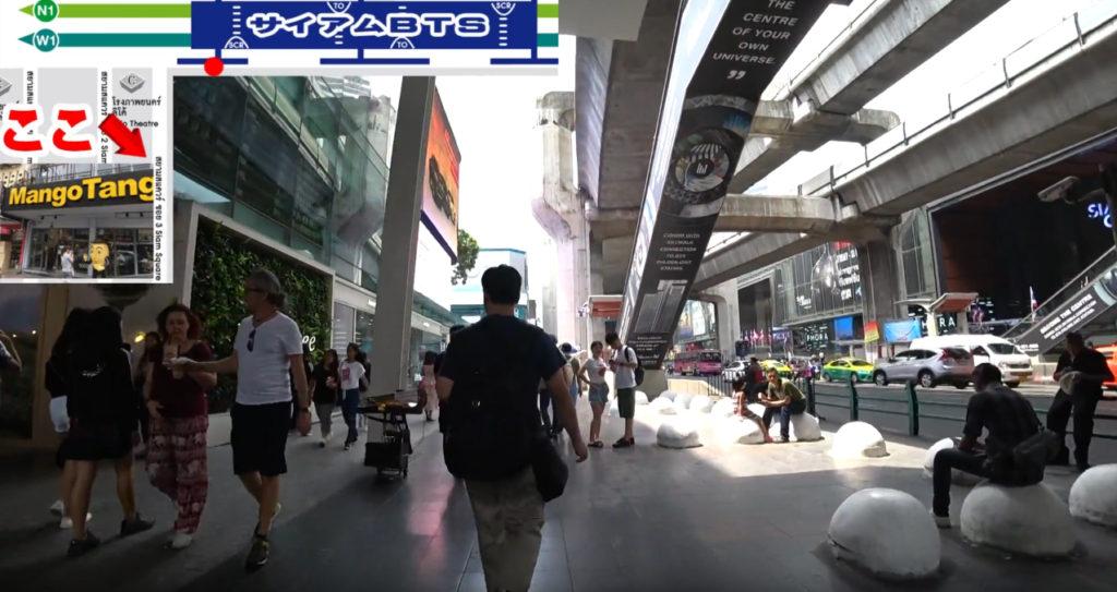 BTSサイアム駅付近を歩いていく