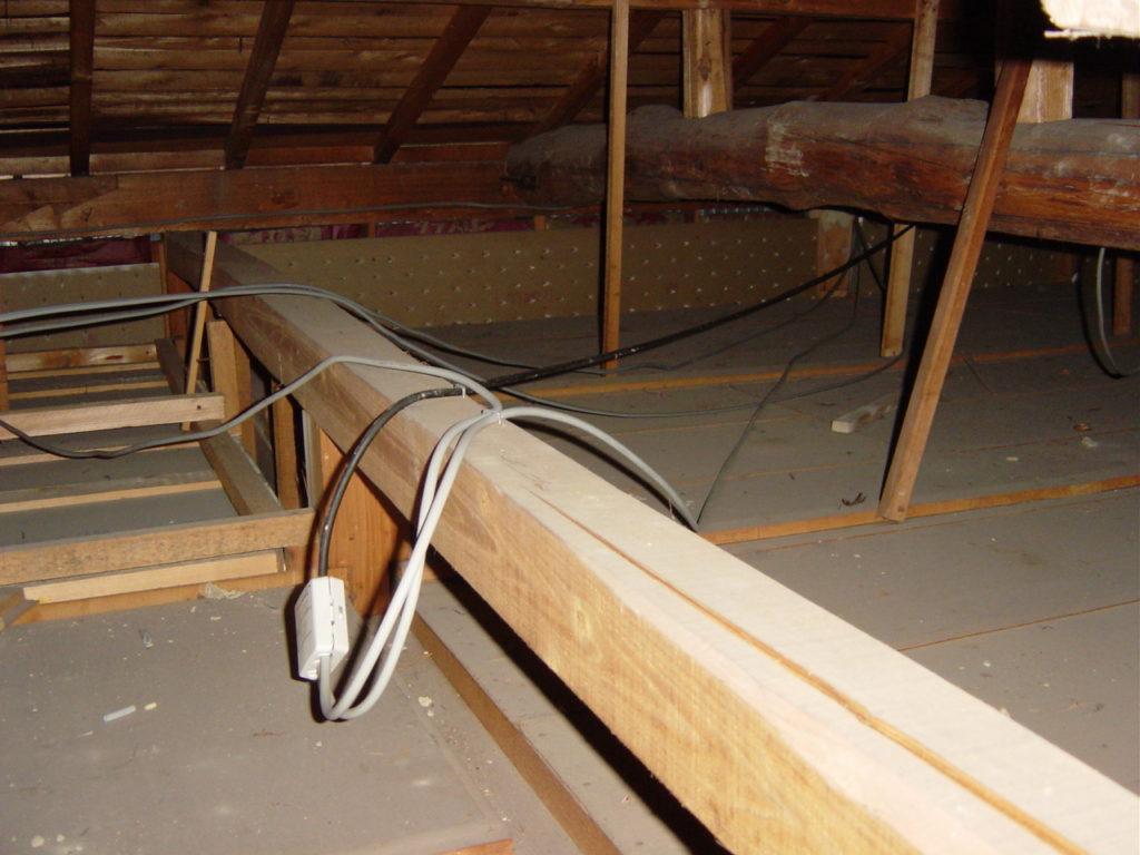中古住宅屋根裏