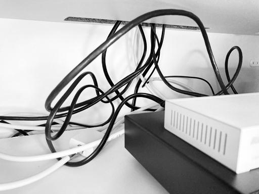 【必読!】PS5の純正電源ケーブルはここで買う!ラック内の配線がめんどう
