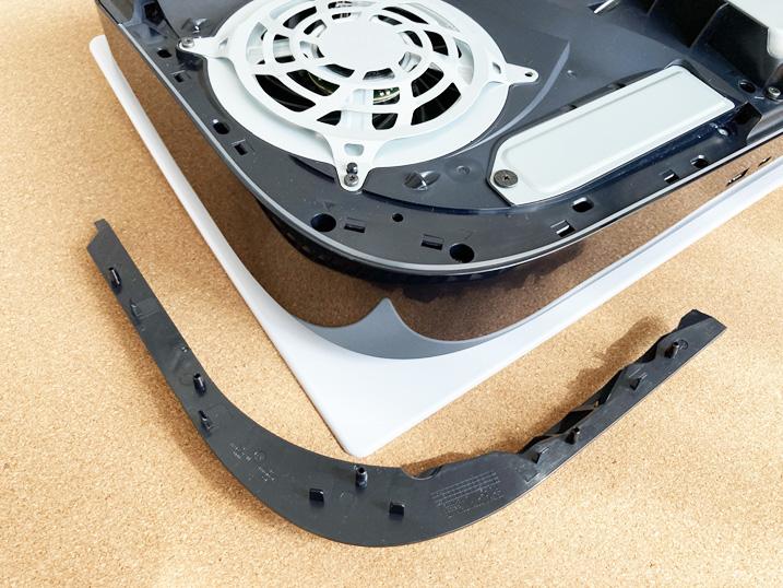 【PS5】あなたのPS5はハズレかも?!冷却ファンを交換してみた!空気口カバーのツメはこんな感じ