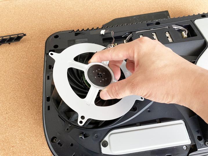 【PS5】あなたのPS5はハズレかも?!冷却ファンを交換してみた!既存のファンを外す